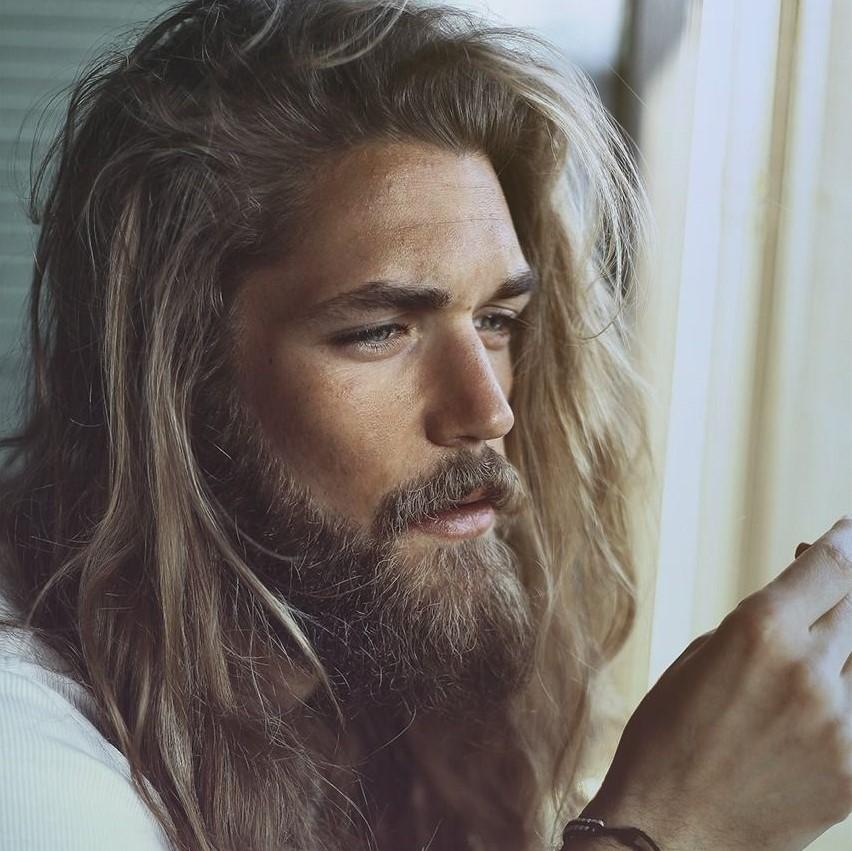 combinacao - cabelo e barba grande