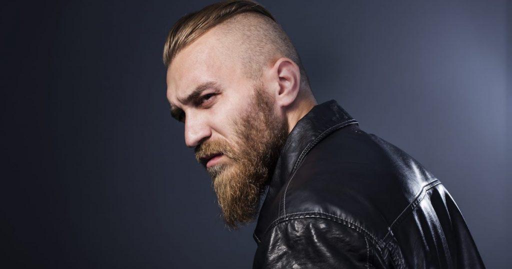 contraste - undercut com barba comprida